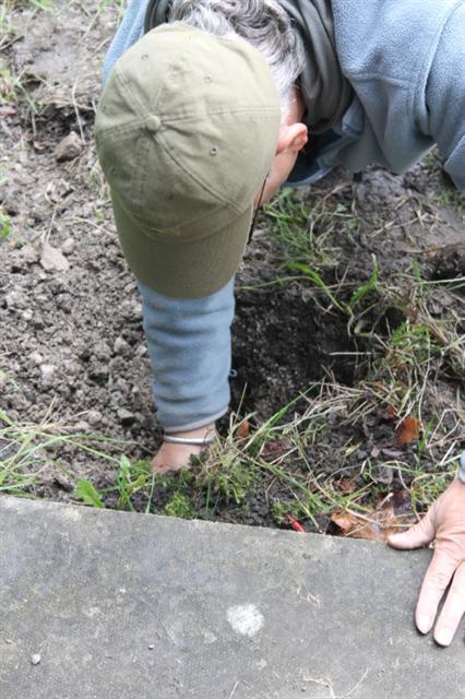 17. Inserting hole plug into fox 'earth'